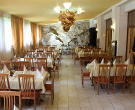 Хотел Еница Тетевен, Семеен хотел Тетевен